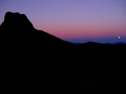 Monday morning, sun rises, moon sets
