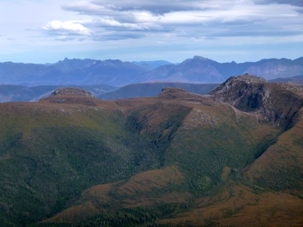 Eastern Arthurs (Fedder) behind Schnells Ridge, from Sarah Jane