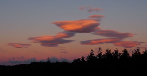 And some lenticular clouds on the way out.. time to go 'home'..