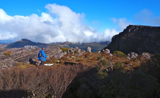 Graham heads towards Gieke (right).. grateful for the views and SUN!