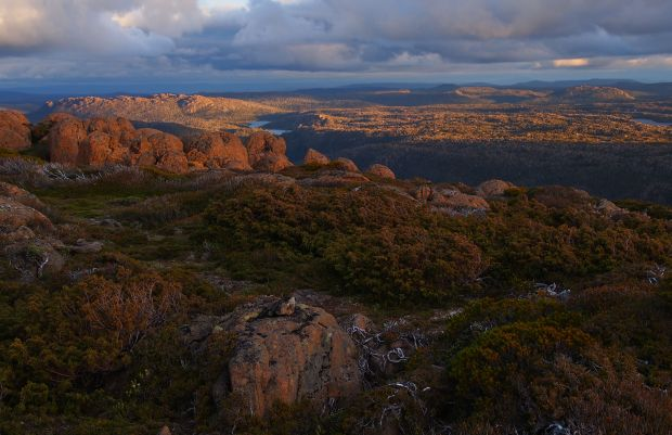 Again, we headed for the summit for sunset, it was 5 minutes away. Looking south to the Traveller Range.